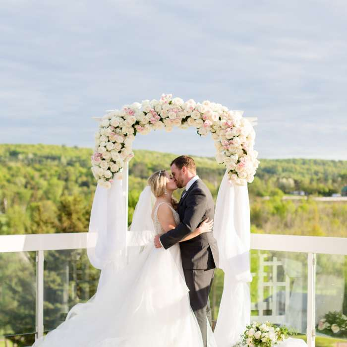 Alitsha & Jeff: Springtime Wedding in Muskoka