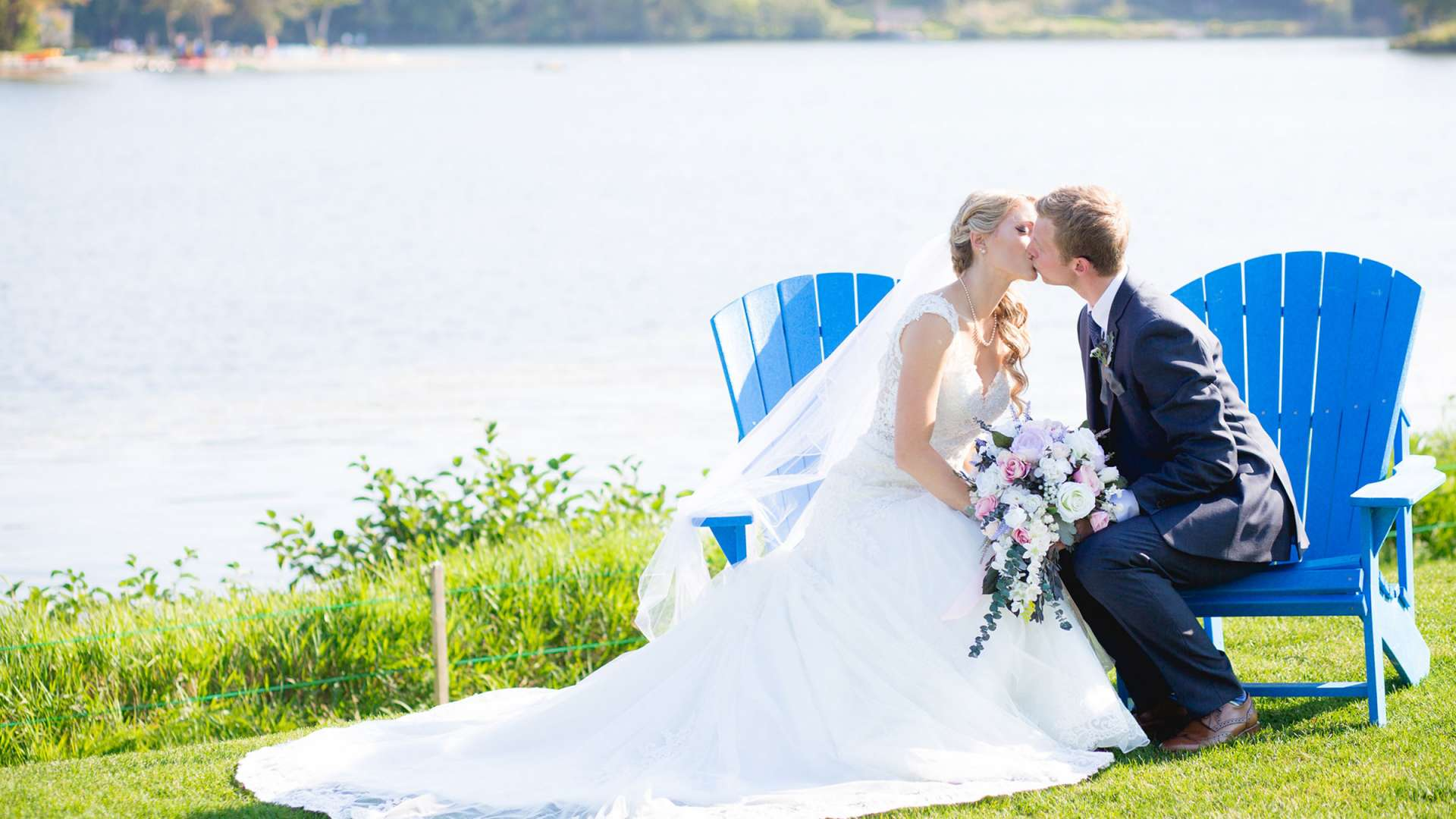 Krista & Dan: A Lakeside Ceremony