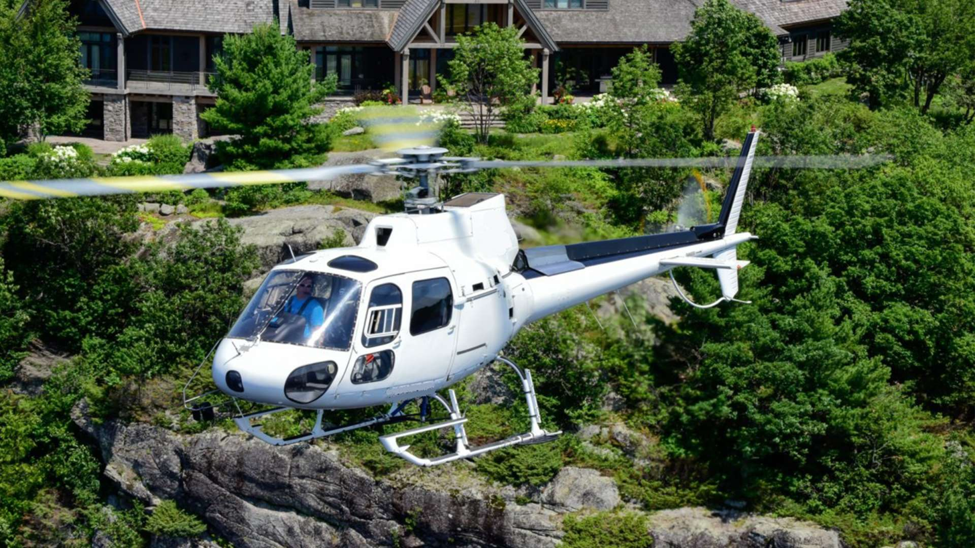 Helicopter Tours with Heli Muskoka