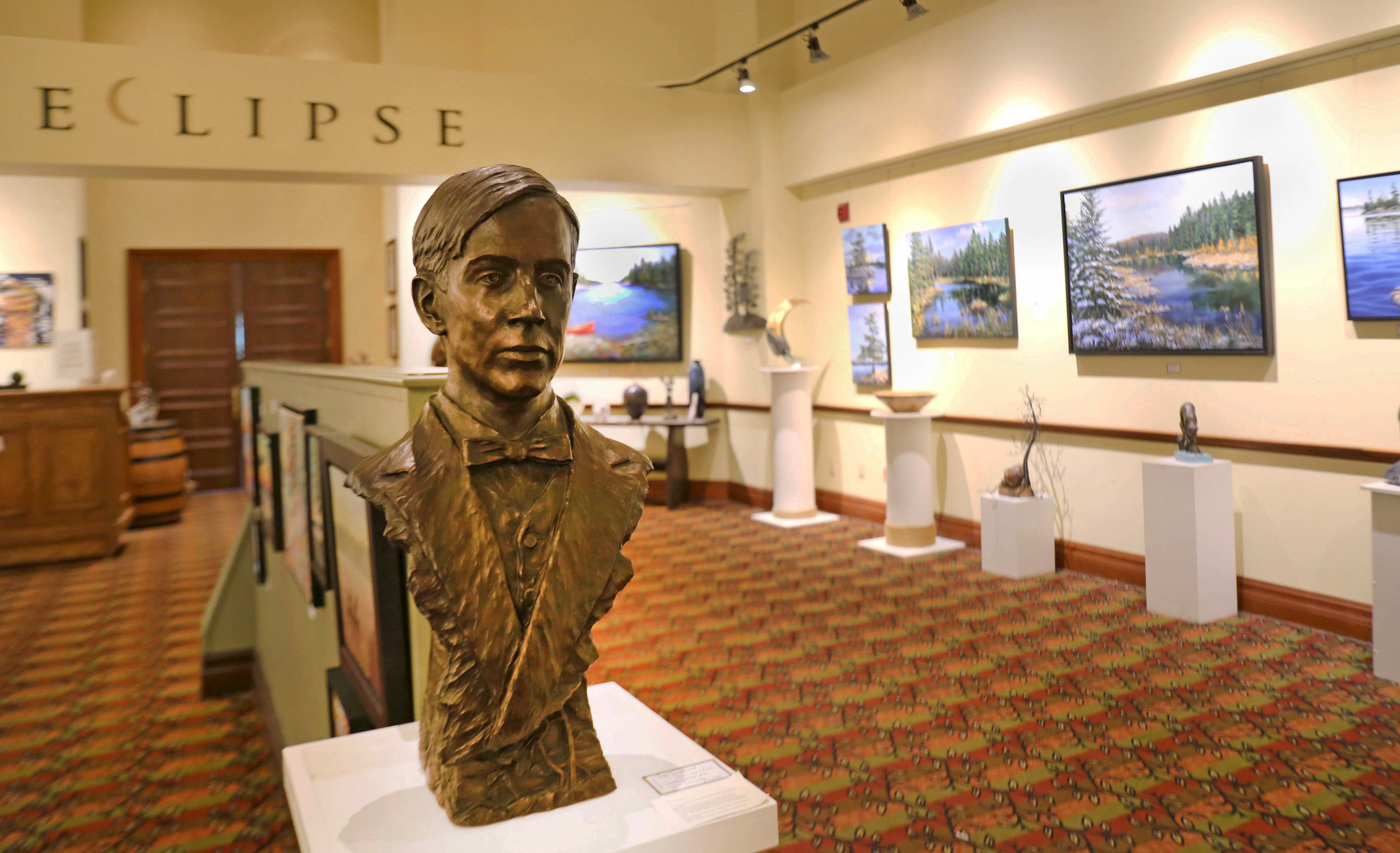Tom Thomson sculpture greets visitors to Eclipse Art Gallery