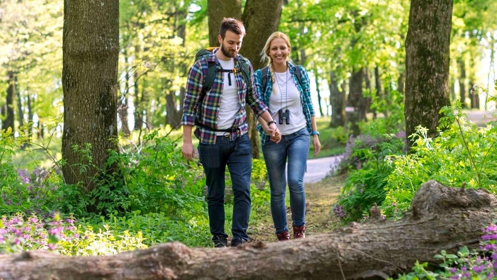 couple hiking while enjoying a Fall Colour Escape